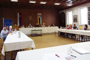 Poslanci hlasujú o zmene rozpočtu.