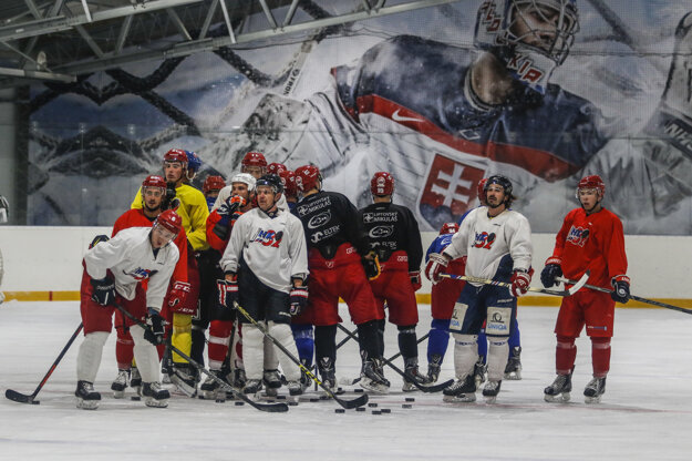 Hokejisti MHK32 Liptovský Mikuláš počas tréningu.
