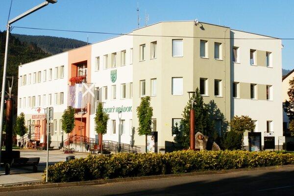 Mestský úrad v Liptovskom Hrádku.