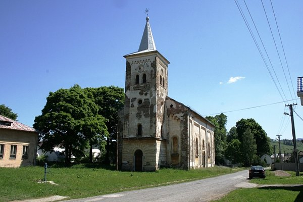 Kostol v Bušovciach. Využíva sa iba párkrát do roka.