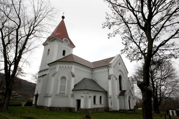Kostol sv. Vavrinca v Horných Opatovciach.