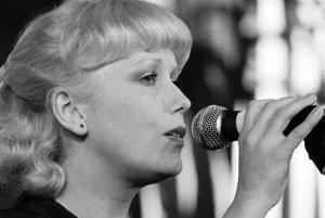 Na Bratislavskej lýre v máji 1980, kde s piesňou Tajomstvo hier vyhrala Bronzovú lýru.