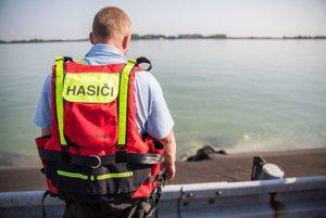 Miesto nehody pri Dunaji, kde dnes ráno havarovala výletná loď so 160 ľuďmi na palube.