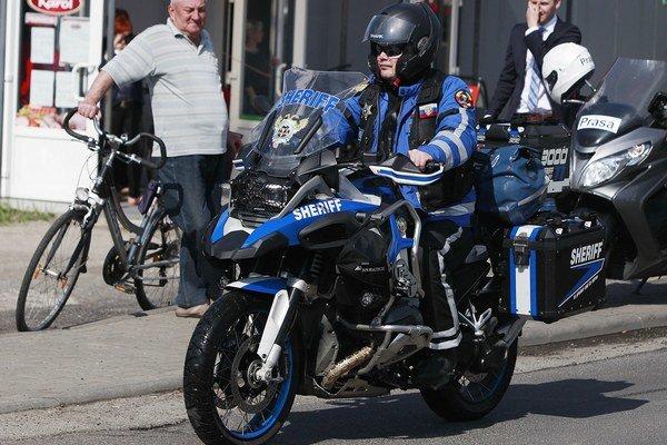 Ruskí motocyklisti sa vydali do sveta.