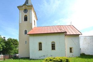 Kostol v Kobeliarove. Kostol prežil dlhé storočia bez výrazných zásahov.