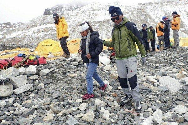 Horolezcov vyhnala z Mount Everestu lavína.