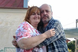 Mária Bagová so svojim seriálovým manželom Matejom Landlom, alias Bystrom. Seriál Horná Dolná sa podľa našich informácií mohol natáčať aj vnajmenšej obci nášho okresu – voSvrbiciach. Televízny štáb sa však nakoniec rozhodol pre Novú Lehotu.