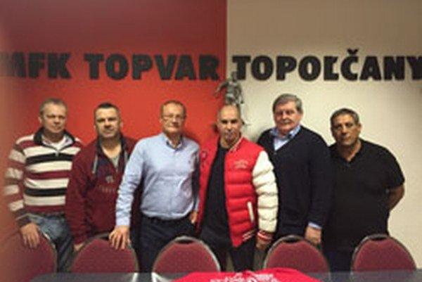 Členovia Správnej rady MFK Topoľčany (Zľava): Peter Žembera, Miroslav Detko, Peter Kvoriak, Abdelaziz Benaoudia (prezident MFK), Ľudovít Duša aAbdelaziz Nasri.