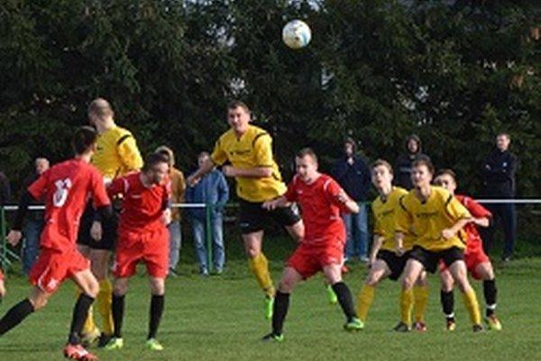 Jacovce sériu troch domácich zápasov zakončili prvou jarnou výhrou 3:0.