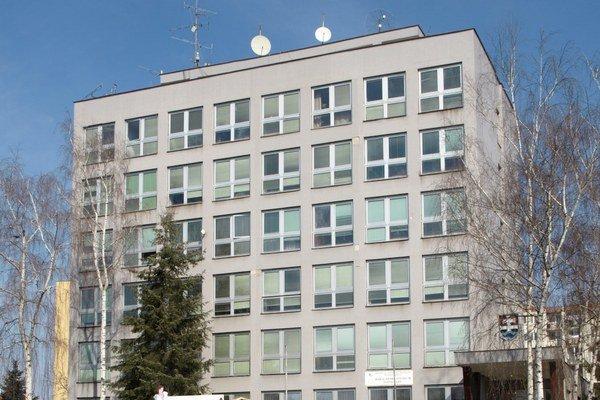 Škola sídlila vbudove na Bernolákovej ulici.
