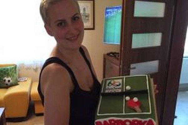 Po príchode do Topoľčian čakala Barboru Balážovú sladká odmena vpodobe torty znázorňujúcej jej životný úspech.