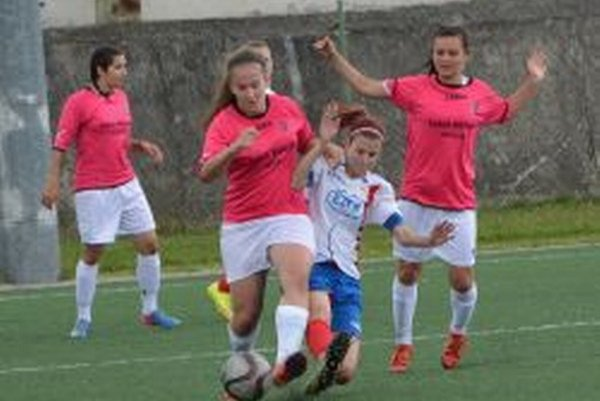 Ženy minulý víkend porazili doma Bánovce 1:0, v sobotu sa predstavia v Beluši.
