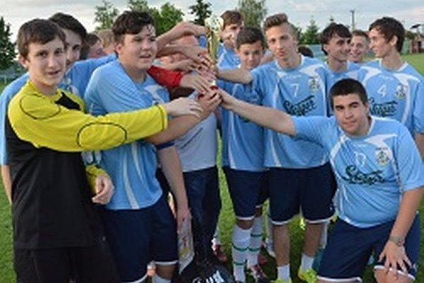 Krušovce získali pohár za prvenstvo v dorasteneckej súťaži.