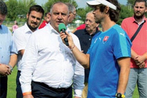 Predseda ZsFZ Pavol Šípoš kvituje perfektnú organizáciu Mitropa Cupu v Šuranoch.