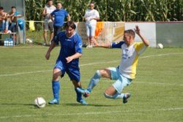 V Oponiciach videli diváci päť gólov, z výhry sa tešili domáci.