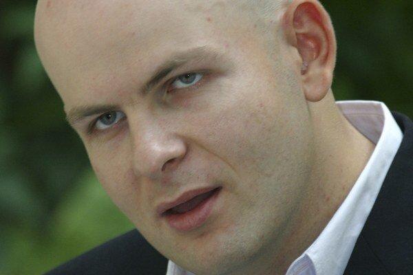 Na archívnej snímke z roku 2012 ukrajinský novinár Oles Buzyna. Buzynu známeho proruskými názormi vo štvrtok popoludní zavraždila v Kyjeve dvojica maskovaných mužov.