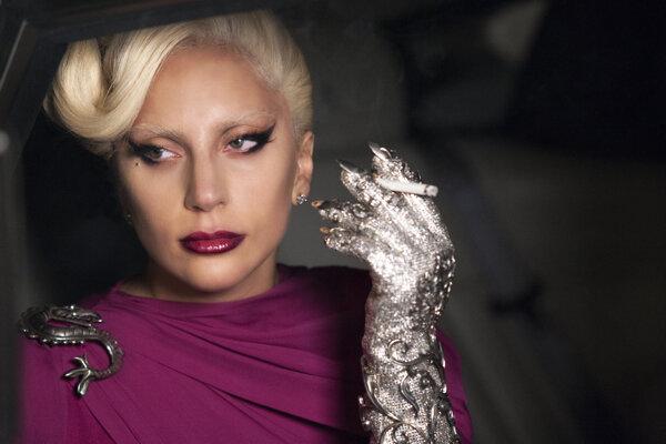 Lady Gaga bola ako upírska kráľovná stredobodom seriálu American Horror Story.