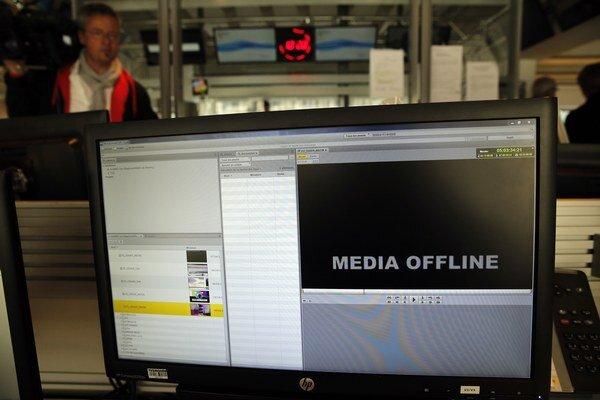 Televízna sieť TV5 Monde a jej sociálne siete napadli hackeri.