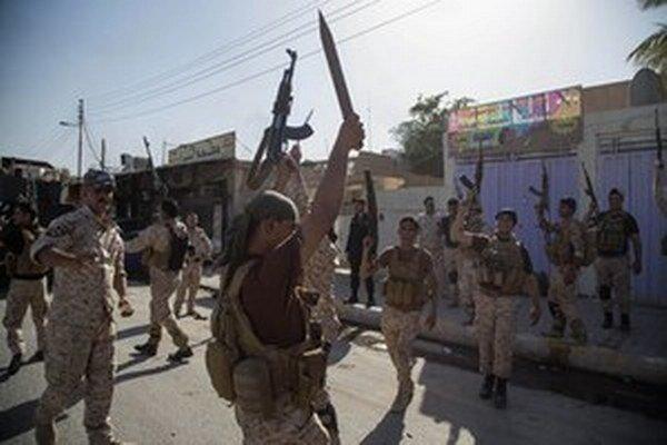 Po boku vládnych síl bojujú proti IŠ šiitské aj spriaznené sunnitské milície.