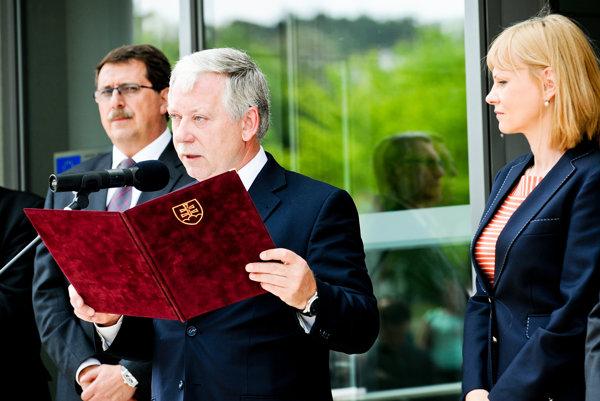 Jozef Valocký (v strede) patrí medzi silné postavy slovenského zdravotníctva pod taktovkou Smeru.