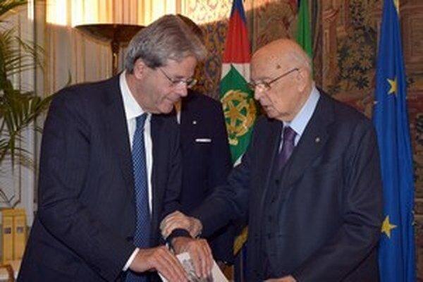 Taliansky minister zahraničných vecí Paolo Gentolini (vľavo) s bývalým talianskym prezidentom Giorgiom Napolitanom.