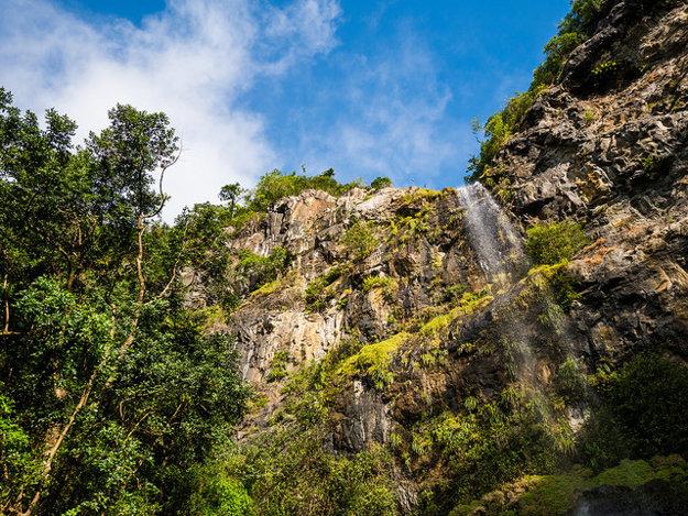 Jeden z vodopádov v rezervácii Black River Gorges.