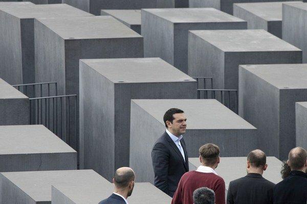 Grécky premiér Tsipras pri pamätníku holokaustu v Berlíne.