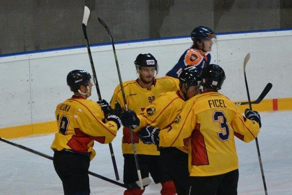 Hokejisti Topoľčian sa včera na Spiši z gólu neradovali.