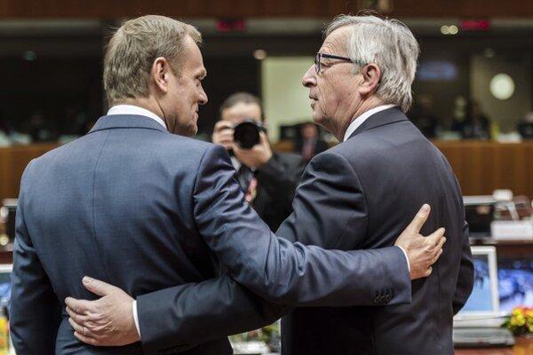 Predseda Európskej rady Donald Tusk (vľavo) a predseda Európskej komisie Jean-Claude Juncker.