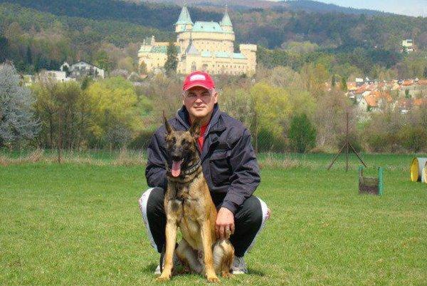Roman Feješ so svojim psom Nickom.
