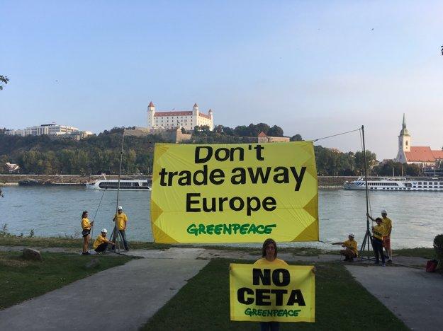 Protesty Greenpeace v Petržalke.