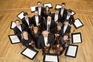 Slovenský komorný orchester Bohdana Warchala.