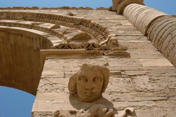 Hatra bola založená v 3. storočí pred n.l. a je známa budovami s klenutými sieňami.