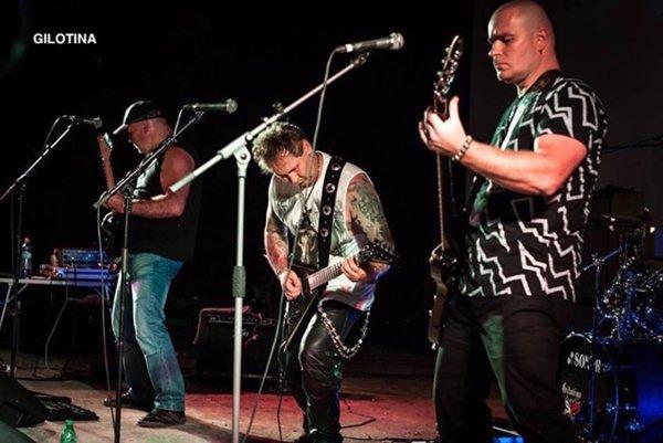 Počas Drevoskladu kapela Gilotina predstavila svoj nový album Večný boj.