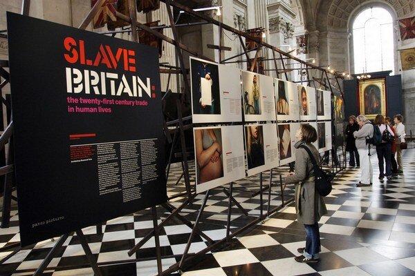 Briti majú asi trinásť tisíc otrokov. Na boj s ich vykorisťovateľmi prijali osobitný zákon.