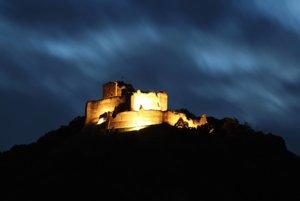 0svetlený Kapušiansky hrad.