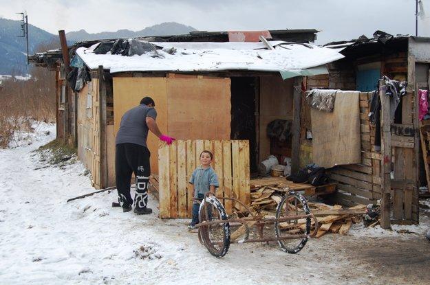 Priemyselná ulica v Liptovskom Mikuláši. Hoci sneh ešte nenapadol, o mesiac príde na Liptov zima.