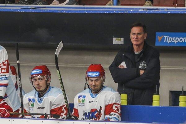a snímke zľava Matej Moravčík, Igor Bobček a tréner Liptovského Mikuláša Róbert Spišák.