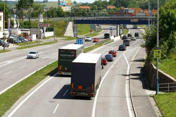 Cesta popri mestskej časti Sekier v smere na Košice je už dnes preťažená.