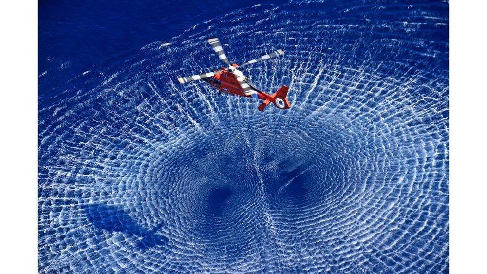 Helikoptéra nad zálivom Aguadilla v Portoriku.