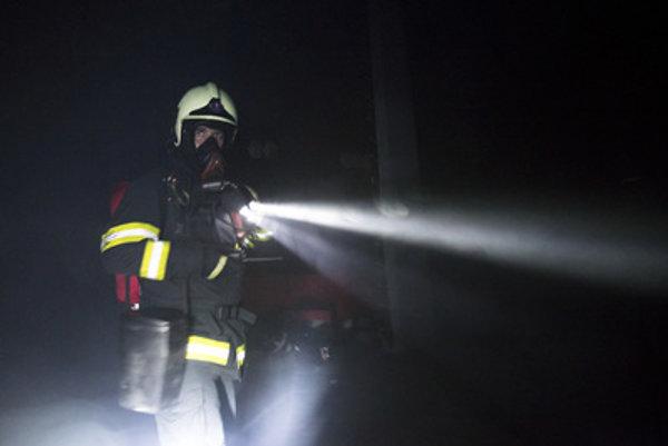 Príčinu požiaru vozidiel ako aj ďalšie okolnosti vyšetruje polícia.