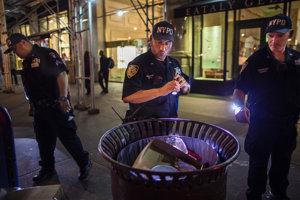 Polícia prehľadáva smetné koše na Manhattane. V New Jersey v jednom našli nálože.
