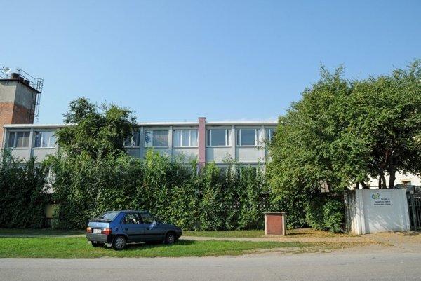 Pohľad na budovu Resocializačného strediska Čistý deň v Galante.