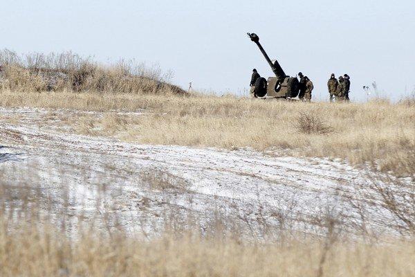 Ukrajinská armáda stiahne ťažké zbrane z frontu až keď prestanú separatisti útočiť.