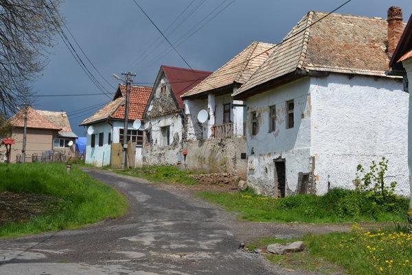 Väčšina Polichna leží v kopcovitom teréne.