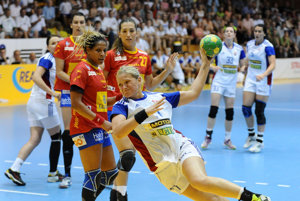 Horňáková (s loptou) ukončila kariéru.