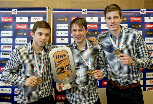 Peter Cehlárik (vpravo) bol súčasťou úspešného tímu do 20 rokov, ktorý získal v zámorí bronz.