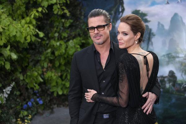 Angelina Jolie podala žiadosť o rozvod s Bradom Pittom.