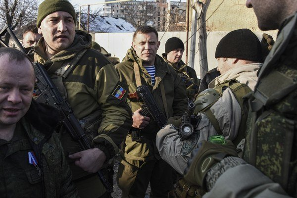 Alexander Zacharčenko (v strede).