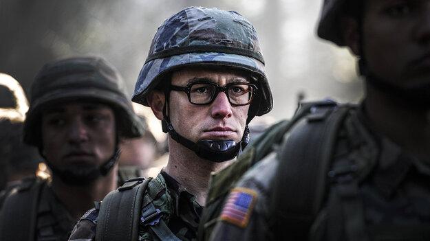 Vlastenectvo priviedlo Snowdena do armády.
